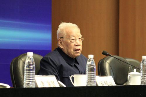 3卫兴华教授演讲